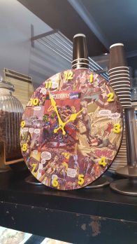 Gotham Cafe - clock