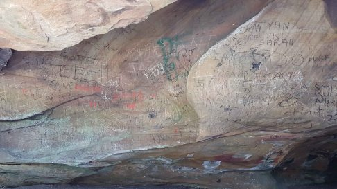 Kincumba Mountain - Kanning Cave - graffiti