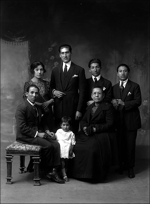 A family from Cusco from 1927. They are dressed in modern suits of the time from Spain