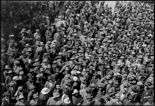 Hundreds of Quechuan men stand close together