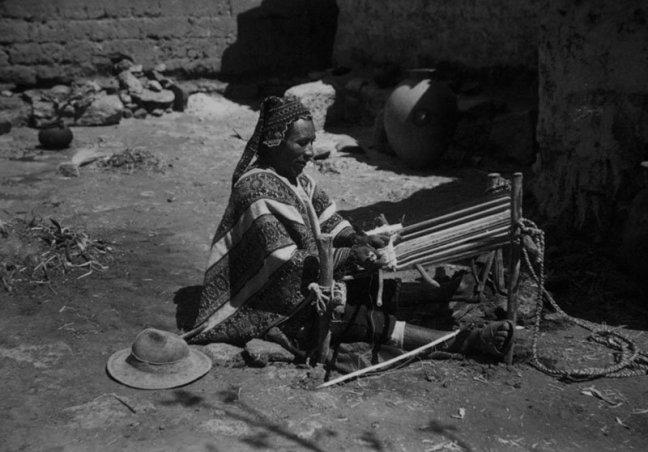 Quechuan man weaves